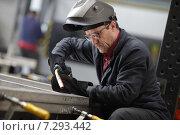 Купить «Балашиха,  345-й Механический завод. Сварщик», эксклюзивное фото № 7293442, снято 19 марта 2015 г. (c) Дмитрий Неумоин / Фотобанк Лори
