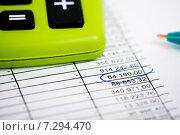 Купить «Калькулятор и ручка поверх документа с таблицей», фото № 7294470, снято 17 апреля 2015 г. (c) Валерия Потапова / Фотобанк Лори