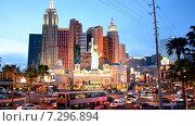 """Лас-Вегас. Статуя Свободы, отель-казино """"Нью-Йорк — Нью-Йорк"""", вечерний пейзаж, видеоролик № 7296894, снято 3 апреля 2014 г. (c) FMRU / Фотобанк Лори"""