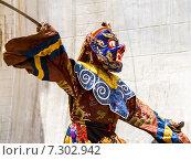 Купить «Монах исполняет священный танец масок Цам (Cham dance) на буддийском фестивале в монастыре Курча (Карша) в Гималаях, в Занскаре, северная Индия», фото № 7302942, снято 17 июля 2012 г. (c) Олег Иванов / Фотобанк Лори