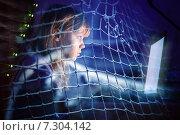 Купить «Девочка подросток перед экраном компьютера», фото № 7304142, снято 8 февраля 2014 г. (c) EugeneSergeev / Фотобанк Лори