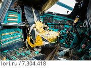 Купить «Кабина советского многоцелевого транспортного вертолета Ми-24», фото № 7304418, снято 4 июня 2014 г. (c) g.bruev / Фотобанк Лори