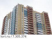 Купить «Монтаж вентилируемого фасада», фото № 7305374, снято 20 апреля 2015 г. (c) Родион Власов / Фотобанк Лори