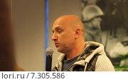 Купить «Писатель Захар Прилепин», эксклюзивный видеоролик № 7305586, снято 24 апреля 2015 г. (c) Сергей Соболев / Фотобанк Лори