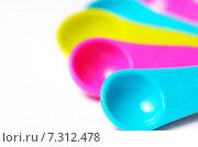 Купить «Разноцветные мерные ложки», фото № 7312478, снято 20 апреля 2015 г. (c) Владислав Осипов / Фотобанк Лори