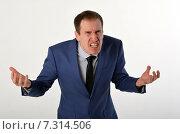 Купить «Мужчина в костюме выражает ярость, злость, гнев, агрессию», фото № 7314506, снято 19 апреля 2015 г. (c) Ивашков Александр / Фотобанк Лори