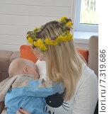 Молодая мама со спящим ребенком. Стоковое фото, фотограф Галина  Горбунова / Фотобанк Лори