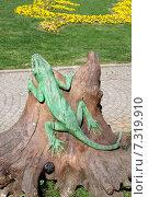 Купить «Деревянная скульптура ящерицы в парке Гюльхане. Стамбул, Турция», эксклюзивное фото № 7319910, снято 16 апреля 2015 г. (c) Илюхина Наталья / Фотобанк Лори