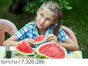 Девочка ест арбуз. Стоковое фото, фотограф Максим Блинков / Фотобанк Лори