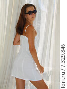 Девушка в белом сарафане. Стоковое фото, фотограф Елена Золотова / Фотобанк Лори