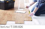 Купить «close up of man measuring flooring and writing», видеоролик № 7330826, снято 28 марта 2015 г. (c) Syda Productions / Фотобанк Лори