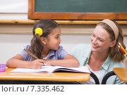 Купить «Teacher helping pupil in classroom», фото № 7335462, снято 8 ноября 2014 г. (c) Wavebreak Media / Фотобанк Лори