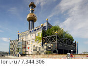 Купить «Austria, Vienna, waste incineration plant Spittelau Hundertwasser long distance heating», фото № 7344306, снято 20 апреля 2019 г. (c) BE&W Photo / Фотобанк Лори