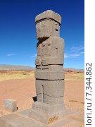 bolivia - ponce stela in the sunken courtyard of the tiwanaku's kalasasaya templeBolivia, Tiwanaku, Kalasasaya Temple, Ponce Stela in the Sunken Courtyard. Стоковое фото, агентство BE&W Photo / Фотобанк Лори