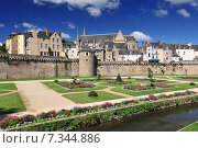 The walls of the ancient town and the gardens in Vannes. Brittany Northern France. Стоковое фото, агентство BE&W Photo / Фотобанк Лори