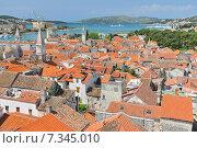 Купить «Croatia, Trogir, View on Trogir from Cathedral of Saint Lawrence, Croatia», фото № 7345010, снято 26 марта 2019 г. (c) BE&W Photo / Фотобанк Лори
