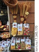 Купить «Tuscany San Gimignano Shop display of a variety of colourful pastas», фото № 7345170, снято 8 декабря 2019 г. (c) BE&W Photo / Фотобанк Лори
