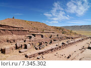 Купить «bolivia - tiwanaku pyramidBolivia, Tiwanaku, Walls Around the Temple Kalasasaya, background Pyramid», фото № 7345302, снято 17 октября 2018 г. (c) BE&W Photo / Фотобанк Лори