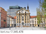 Купить «Slovenia, Ljubljana, Congress Square and Ursuline Church of the Holy Trinity», фото № 7345478, снято 13 декабря 2019 г. (c) BE&W Photo / Фотобанк Лори