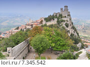 Купить «The Guaita fortress (Prima Torre) is the oldest and the most famous tower on Monte Titano, San Marino.», фото № 7345542, снято 4 августа 2020 г. (c) BE&W Photo / Фотобанк Лори