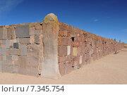 bolivia - tiwanaku, walls around the temple kalasasayaBolivia, Tiwanaku, Walls Around the Temple Kalasasaya. Стоковое фото, агентство BE&W Photo / Фотобанк Лори