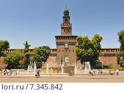 Купить «Fountain in front of the entrance to Castello Sforzesco, Milan, Lombardy, Italy», фото № 7345842, снято 15 декабря 2017 г. (c) Joanna Malesa / Фотобанк Лори