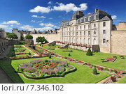 Купить «The Château de l'Hermine is an old fort built in the castle vanished city walls of Vannes.», фото № 7346102, снято 27 июня 2019 г. (c) BE&W Photo / Фотобанк Лори