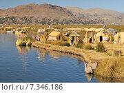 peru - the uros islands in lake titicaca puno, peru and bolivia.Peru, South America, Titicaca Lake, Uros Indian, Uros Ayamaras, Floating Island. Стоковое фото, агентство BE&W Photo / Фотобанк Лори