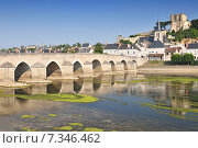 Old bridge on the Cher River in Montrichard. Стоковое фото, агентство BE&W Photo / Фотобанк Лори