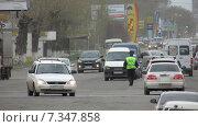 Автомобильная улица Барнаула регулируемая инспекторами ГИБДД (2015 год). Редакционное фото, фотограф Денис Поджаров / Фотобанк Лори