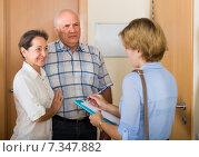 Купить «Senior couple with social worker at home», фото № 7347882, снято 20 ноября 2019 г. (c) Яков Филимонов / Фотобанк Лори