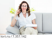 Купить «Smiling therapist taking notes», фото № 7357142, снято 29 января 2015 г. (c) Wavebreak Media / Фотобанк Лори