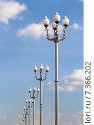 Купить «Символ ВДНХ — исторические фонари уличного освещения. Москва», фото № 7366202, снято 28 апреля 2015 г. (c) Владимир Сергеев / Фотобанк Лори