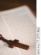 Купить «Open bible with rosary beads», фото № 7377462, снято 27 января 2015 г. (c) Wavebreak Media / Фотобанк Лори