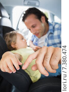 Father securing his baby in the car seat. Стоковое фото, агентство Wavebreak Media / Фотобанк Лори
