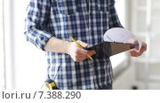 Купить «close up of man looking and writing to clipboard», видеоролик № 7388290, снято 28 марта 2015 г. (c) Syda Productions / Фотобанк Лори