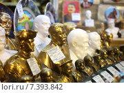 Купить «Бюсты исторических деятелей на витрине в подземном переходе, Москва», эксклюзивное фото № 7393842, снято 5 мая 2015 г. (c) Давид Мзареулян / Фотобанк Лори