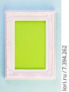 Белая рамка на голубом фоне. Стоковое фото, фотограф Sanda Stanca / Фотобанк Лори