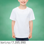 Купить «smiling little boy in white blank t-shirt», фото № 7395990, снято 3 июня 2014 г. (c) Syda Productions / Фотобанк Лори