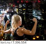 Купить «sporty woman from the back flexing her biceps», фото № 7396554, снято 8 мая 2014 г. (c) Syda Productions / Фотобанк Лори