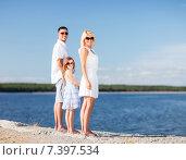 Купить «happy family with blue sky», фото № 7397534, снято 4 августа 2013 г. (c) Syda Productions / Фотобанк Лори