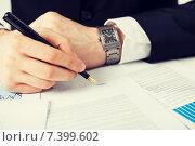 Купить «man with contract», фото № 7399602, снято 22 марта 2013 г. (c) Syda Productions / Фотобанк Лори
