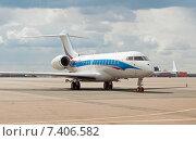 Купить «Bombardier BD-700-1A10 Global 6000 (LX-NAD) на стоянке в аэропорту Шереметьево», эксклюзивное фото № 7406582, снято 15 апреля 2015 г. (c) Константин Косов / Фотобанк Лори