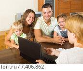 Купить «Family with social worker», фото № 7406862, снято 23 августа 2019 г. (c) Яков Филимонов / Фотобанк Лори