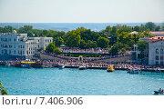 Купить «Толпа во время парада на набережной Севастополя», фото № 7406906, снято 9 мая 2015 г. (c) Ирина Балина / Фотобанк Лори