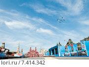 """Купить «Пилотажные группы """"Стрижи"""" и """"Русские витязи"""" на самолетах """"Су-27"""" и """"МиГ-29"""" во время парада, посвященного 70-летию Победы в Великой Отечественной войне», эксклюзивное фото № 7414342, снято 9 мая 2015 г. (c) Алексей Бок / Фотобанк Лори"""