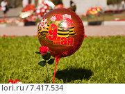 Воздушный шар с символикой 9 мая, Дня Победы (2015 год). Редакционное фото, фотограф Эдуард Клишин / Фотобанк Лори