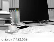 Купить «Рабочее место бухгалтера: компьютер, калькулятор, чашка кофе», иллюстрация № 7422562 (c) Дмитрий Боков / Фотобанк Лори
