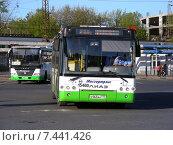 Купить «Городские автобусы движутся по проезду Стратонавтов в Москве», эксклюзивное фото № 7441426, снято 5 мая 2015 г. (c) lana1501 / Фотобанк Лори