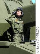 Купить «Военнослужащий выполняет воинское приветствие на параде в честь Дня Победы 9 мая», фото № 7448210, снято 7 мая 2015 г. (c) Татьяна Белова / Фотобанк Лори